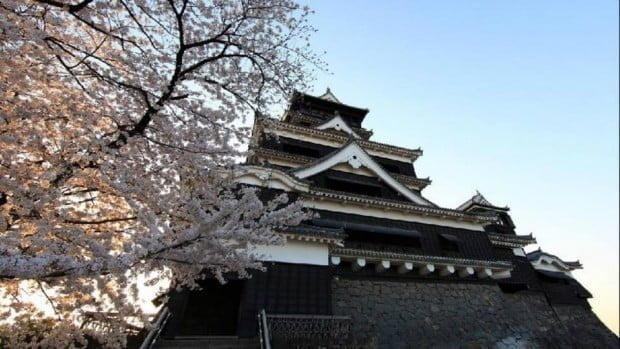 Lầu đài Kumamoto - lâu đài nổi tiếng được xây trên đỉnh đồi vào thế kỷ 17