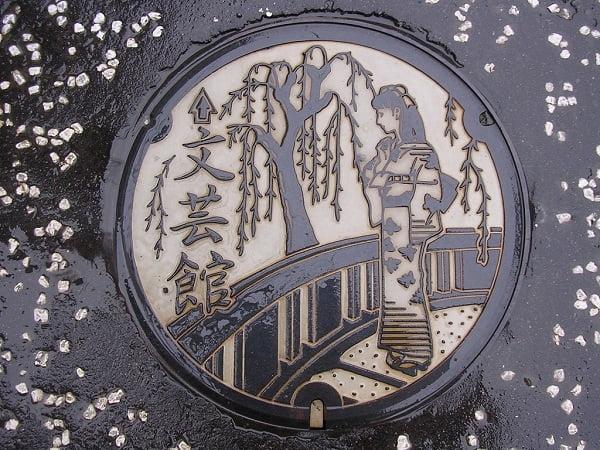 Hình vẽ trên văn nắp cống ở Tokyo