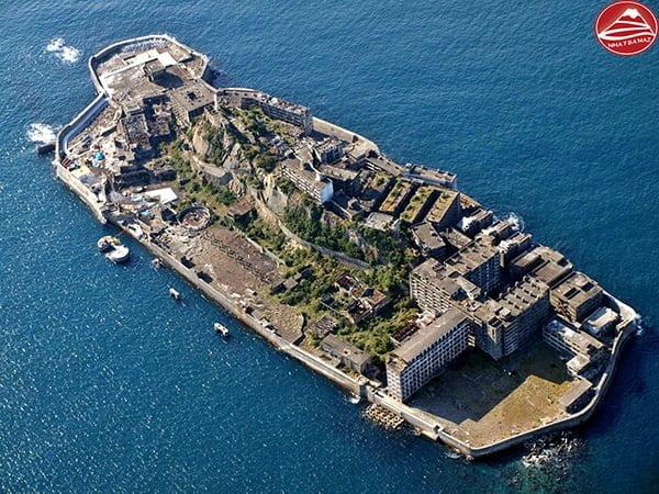Hòn đảo Gunka-jima nhìn từ trên cao xuống