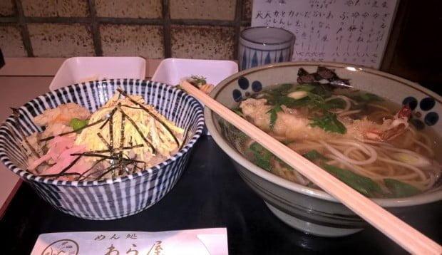Ăn cơm theo set: mỳ + cơm + xa lát