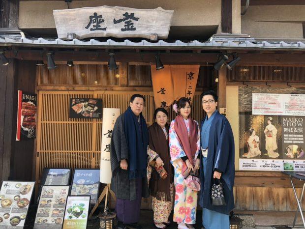 Ghé nhà hàng dùng món yêu thích khi du lịch Nhật bản xe riêng