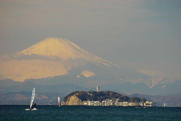 enoshima-and-mount-fuji-1030