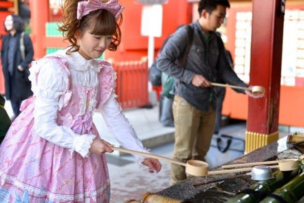 Rửa sạch trước lễ chùa đầu năm Nhật Bản
