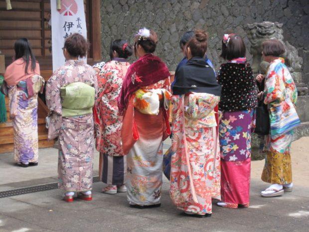 Trang phục lễ chùa đầu năm Nhật Bản