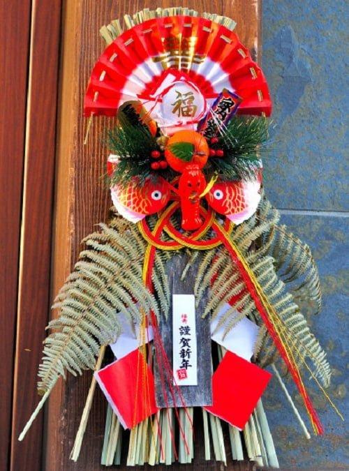 Treo Shimenawa trước của nhà