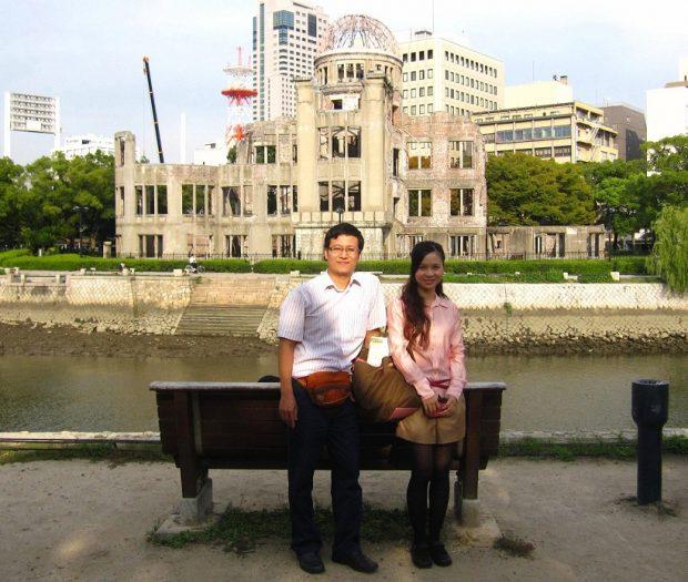 Trước khu tưởng niệm Hiroshima