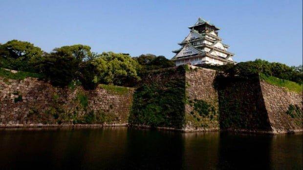 Lâu đài Osaka - lâu đài nổi tiếng Nhật Bản với những tảng đá lớn bao quanh