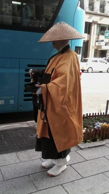 Nhà sư trên phố Nhật bản
