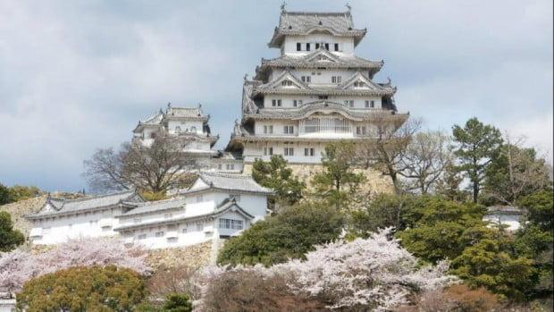 Lâu đài Himeji (còn gọi là lâu đài Diệc Trắng)