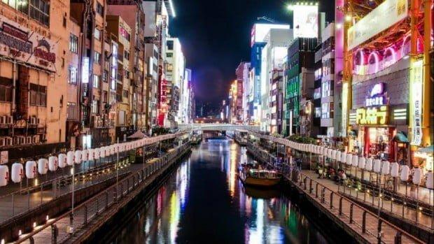 Cuộc sống về đem ở Osaka với nhà hàng sang trọng và đèn màu lung linh