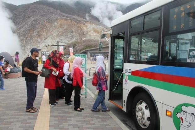 Mạng lưới xe buýt rất thuận tiện cho du khách tham quan Hakone