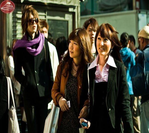 Phụ nữ Nhật ăn mặc chỉnh tề