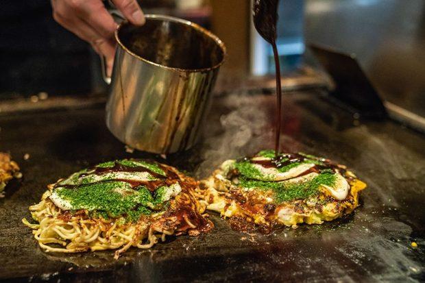 Món Okonomiyaki đặc sản vùng Osaka