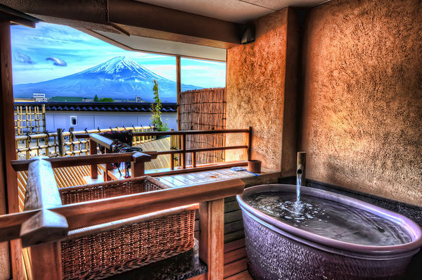 Mount-Fuji-from-Kawaguchiko-Onsen-1023