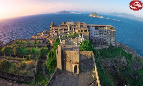 Công trình kiến trúc cũ lịch sử của đảo gợi nên vẻ xa xưa