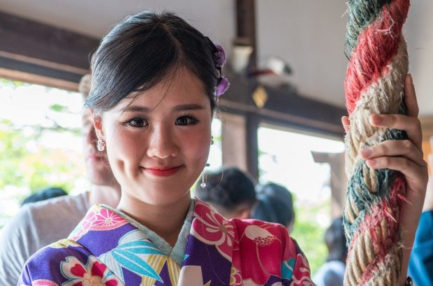 chu-nha-de-men-nhat-ban-trong-kimono