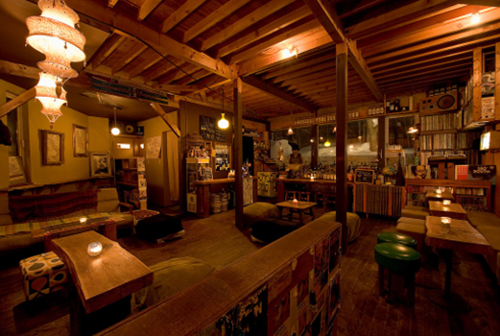 Không gian sau cánh cửa của Door bar