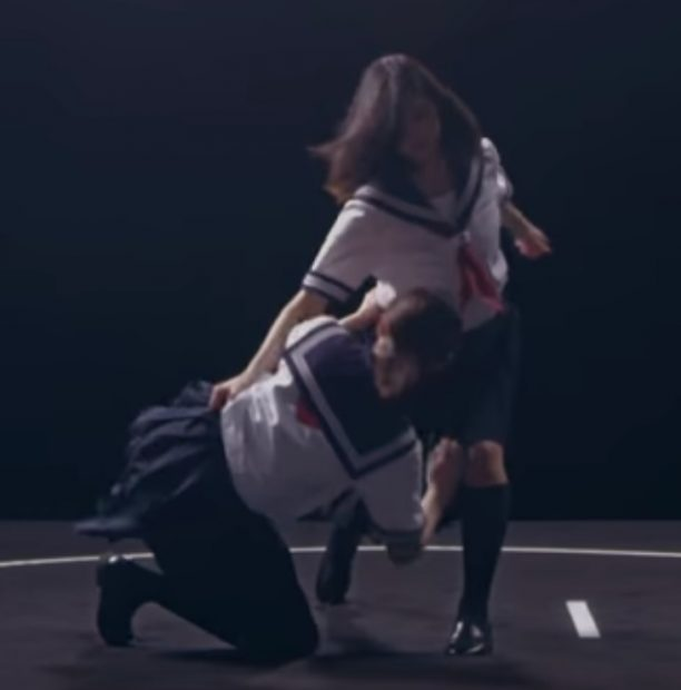 Hai nữ sinh Sumo đấu vật