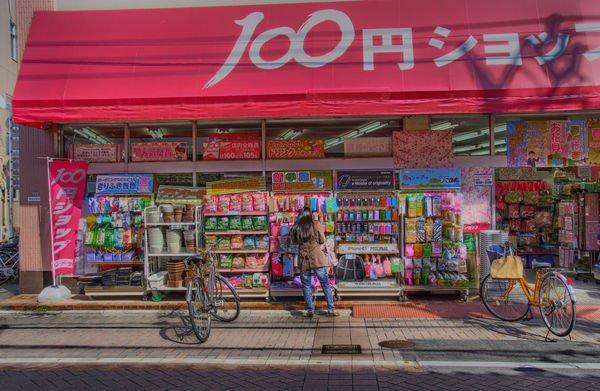 outdoor-display-100-yen-shop-1395